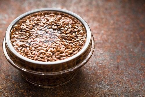 Semințe de in în rețete de sirop de tuse natural