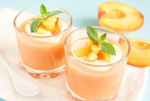 Smoothie-uri sănătoase pentru micul dejun cu piersici