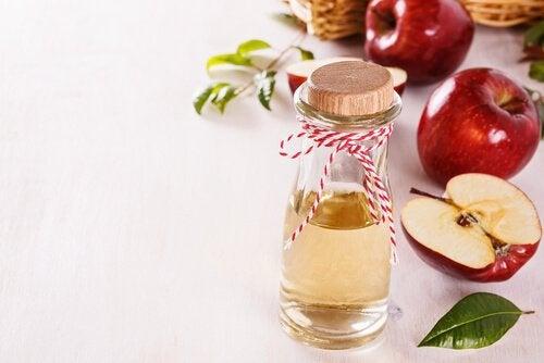 Tratamente faciale naturale pentru ten strălucitor cu oțet de mere