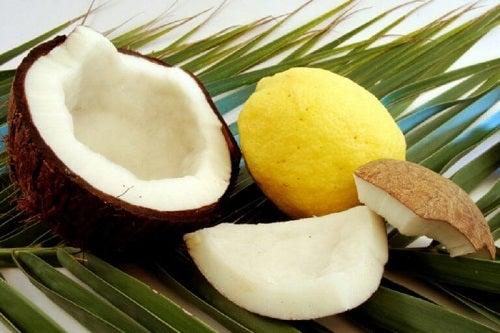Tratamente pentru părul subțire cu ulei de cocos