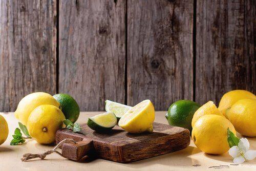 Utilizări alternative ale lămâilor pentru curățarea tocătoarelor