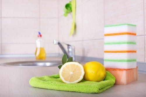 Utilizări alternative ale lămâilor pentru dezinfectarea suprafețelor