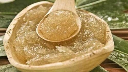 Zahăr inclus în tratamente cu ulei de măsline pentru piele