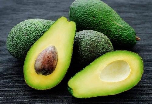 Avocado pentru rețetă de guacamole făcut în casă