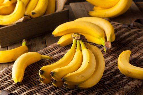 Bananele pe lista de fructe de evitat pentru a pierde în greutate