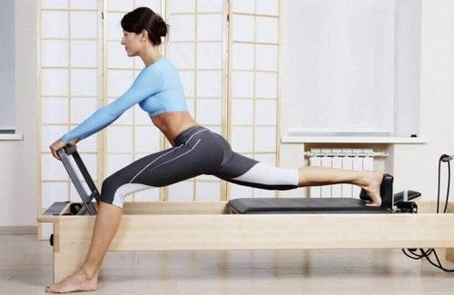 Beneficii ale exercițiilor Pilates pentru femei