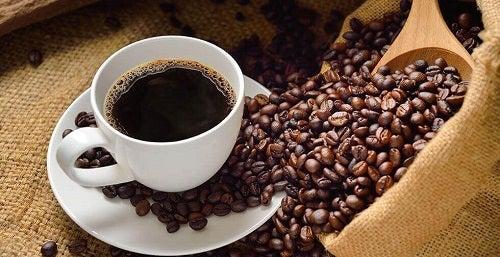 Consumul de cafea pe lista de obiceiuri de evitat pe stomacul gol