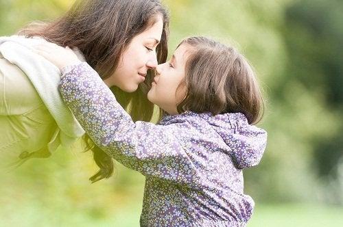 Caracteristici ale femeilor puternice în relație cu copiii