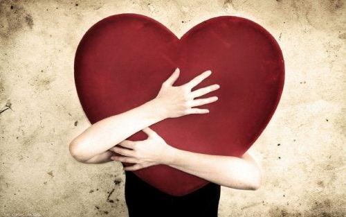 Ce sunt chakrele și care dintre ele este asociată cu inima