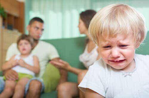 Care sunt consecințele certurilor în fața copiilor?