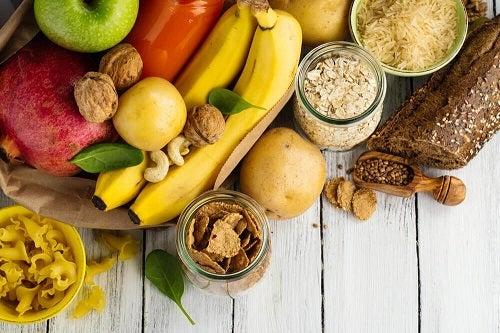 Cum să îți dezvolți masa musculară consumând carbohidrați