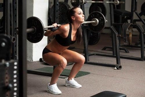 Cum să îți dezvolți masa musculară cu exerciții anaerobice
