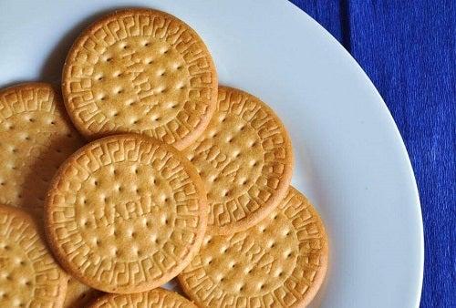 Cum se prepară șarlota de lămâie cu biscuiți Maria