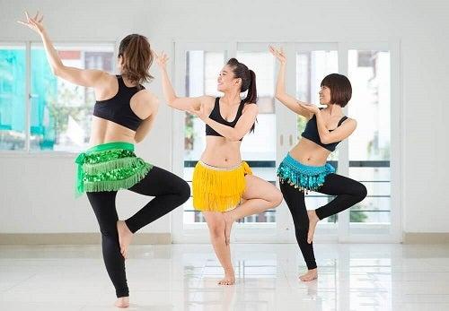 Dansul din buric pe lista de exerciții care îți subțiază talia