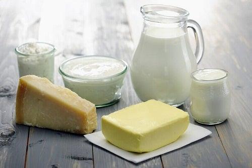 Lactatele integrale pe lista de alimente bogate în colesterol rău