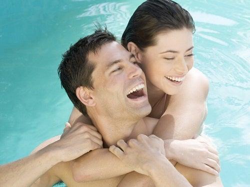 Locuri inedite în care să faci sex precum piscina