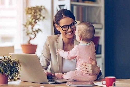 O mamă la 35 de ani ce se bucură de stabilitate financiară