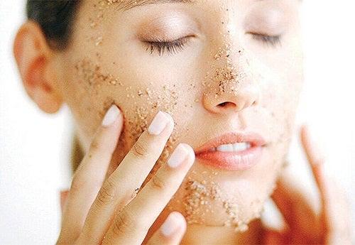 Beneficiile unei măști faciale pentru estomparea ridurilor cu ovăz