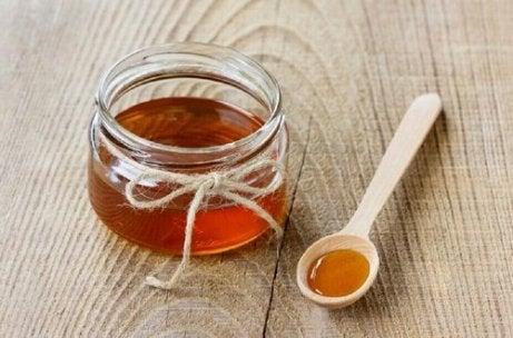 Măști pentru îngrijirea tenului cu miere de albine