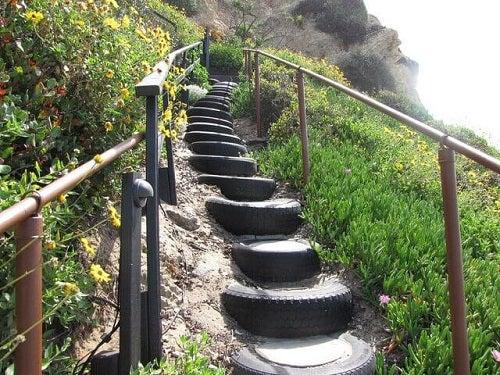 Modalități de a refolosi cauciucurile pentru construirea unor trepte