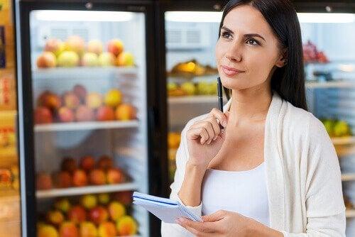 Obiceiuri de evitat pe stomacul gol precum cumpărăturile de alimente