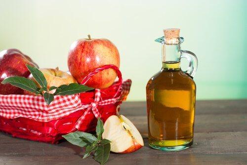 Oțet de mere inclus în remedii pentru alergia la căldură