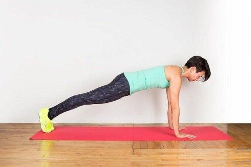 Scândura pe lista de exerciții care îți subțiază talia