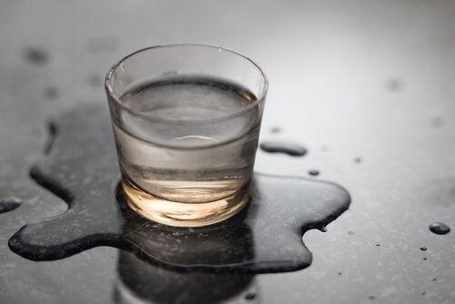 Setea potolită cu trucuri pentru a bea apă mai frecvent