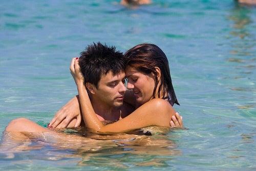 Sfaturi pentru a face sex în apă fără a te răni