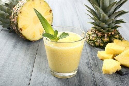 Smoothie cu ananas și ghimbir la micul dejun