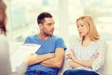 Specialist care vorbește despre cum se depășește infidelitatea într-o relație