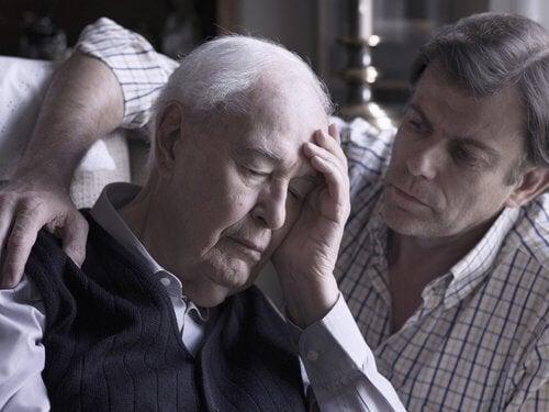Tată și fiu dornici să afle dacă debutul bolii Alzheimer poate fi stopat