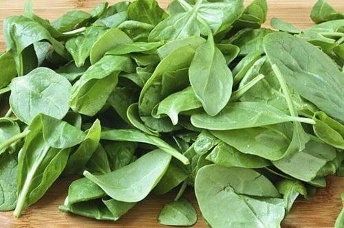 Alimente pentru creșterea masei musculare cu frunze verzi