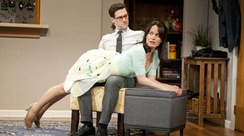 Bărbat care descoperă ce este spanking-ul erotic