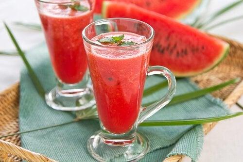 Băuturi detoxifiante care ajută la slăbit cu pepene roșu