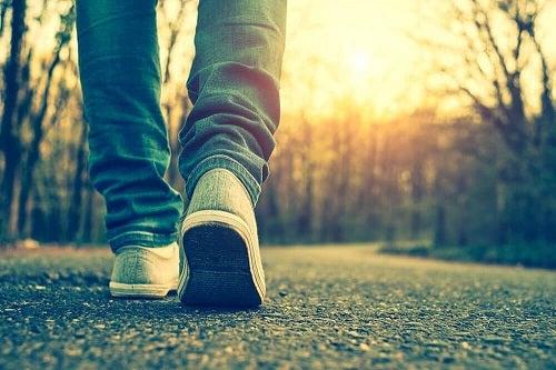 Principalele beneficii ale plimbărilor zilnice pentru bărbați