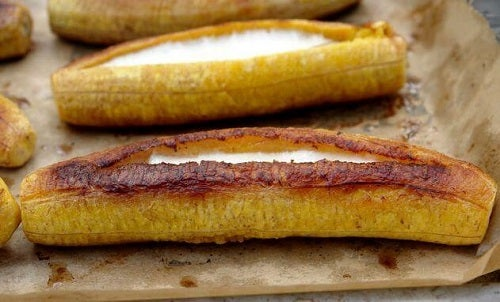 Brânză inclusă în umpluturi pentru bananele plantain prăjite