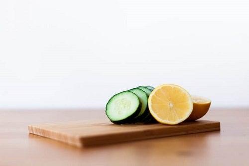 Castraveți incluși în măști cu gelatină pentru revitalizarea pielii