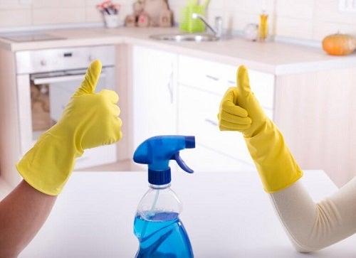 Cele mai bune trucuri pentru a dezinfecta baia