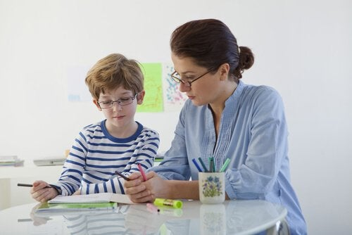 Cum să disciplinezi un copil rebel prin încurajarea comportamentelor pozitive