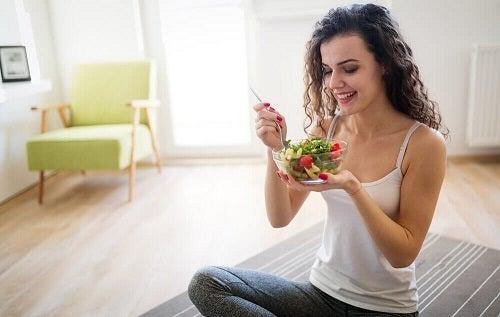 Cum să slăbești fără efort mâncând porții mai mici