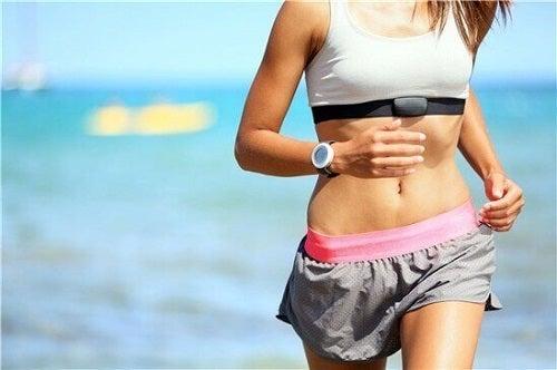 Dietă sănătoasă pentru scăderea colesterolului însoțită de exerciții