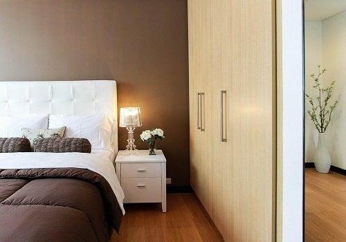 Un dormitor armonios cu obiceiuri pentru o locuință ordonată