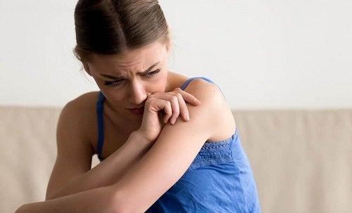Efectele lipsei de afecțiune în copilărie la adolescenți