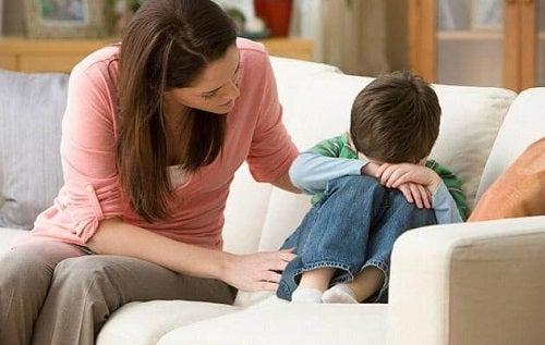 Efectele lipsei de afecțiune în copilărie precum exprimarea sentimentelor