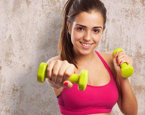 7 exerciții care îți modelează corpul în 4 săptămâni