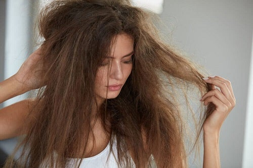 5 remedii naturiste pentru hidratarea părului