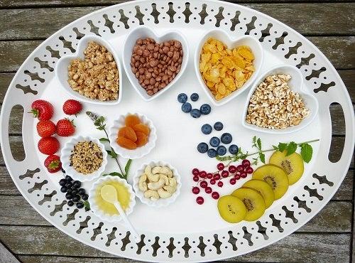 Fructe incluse într-o dietă ideală pentru a slăbi la menopauză