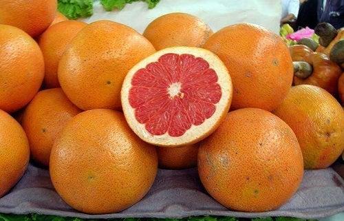 Grepfruturi pe lista de fructe care stimulează detoxifierea organismului