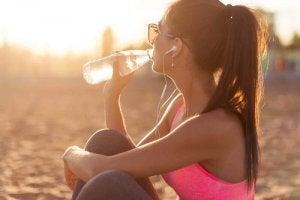 Mișcarea completând terapia cu apă pentru slăbit